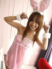 Ami Matsuda gets pleasure by a big vibrator
