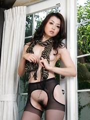 Black lingerie looks good on Sayuri Shiraishi