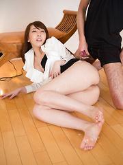 Cums on beautiful Kisaki Aya legs