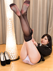 Cute japanese girl Aoi Shino legs pics