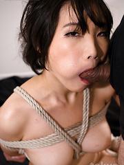 Misaki Akari deepthroats