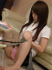 Nasty slut Nazuna Otoi drilling her vagina