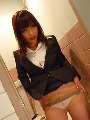 Hot babe Yukina Aoyama teasing her vagina