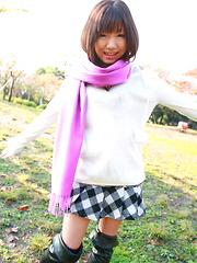 Hot babe Mahiru Tsubaki showing off with joy