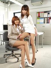 Jun Kusanagi and Yuuno Hoshi enjoy hot posing