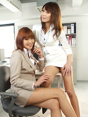 Jun Kusanagi and Yuuno Hoshi enjoy hot posing