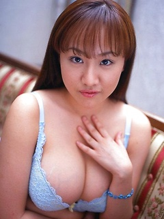 mature model Ayami Sakurai