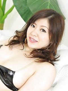 mature model Jun Sena