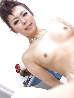 mature model Yuki Asami