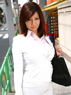 mature model Sayuri Mikami