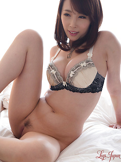 mature model Kisaki Aya